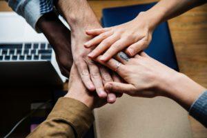 Sujet de discussion en espace de coworking avec les autres coworkers